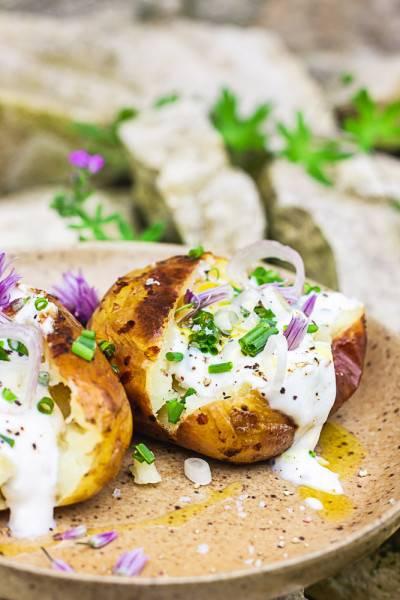 Pommes de terre au four à la crème de ciboulette