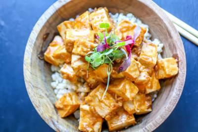 Tofu épicé sauce aux arachides